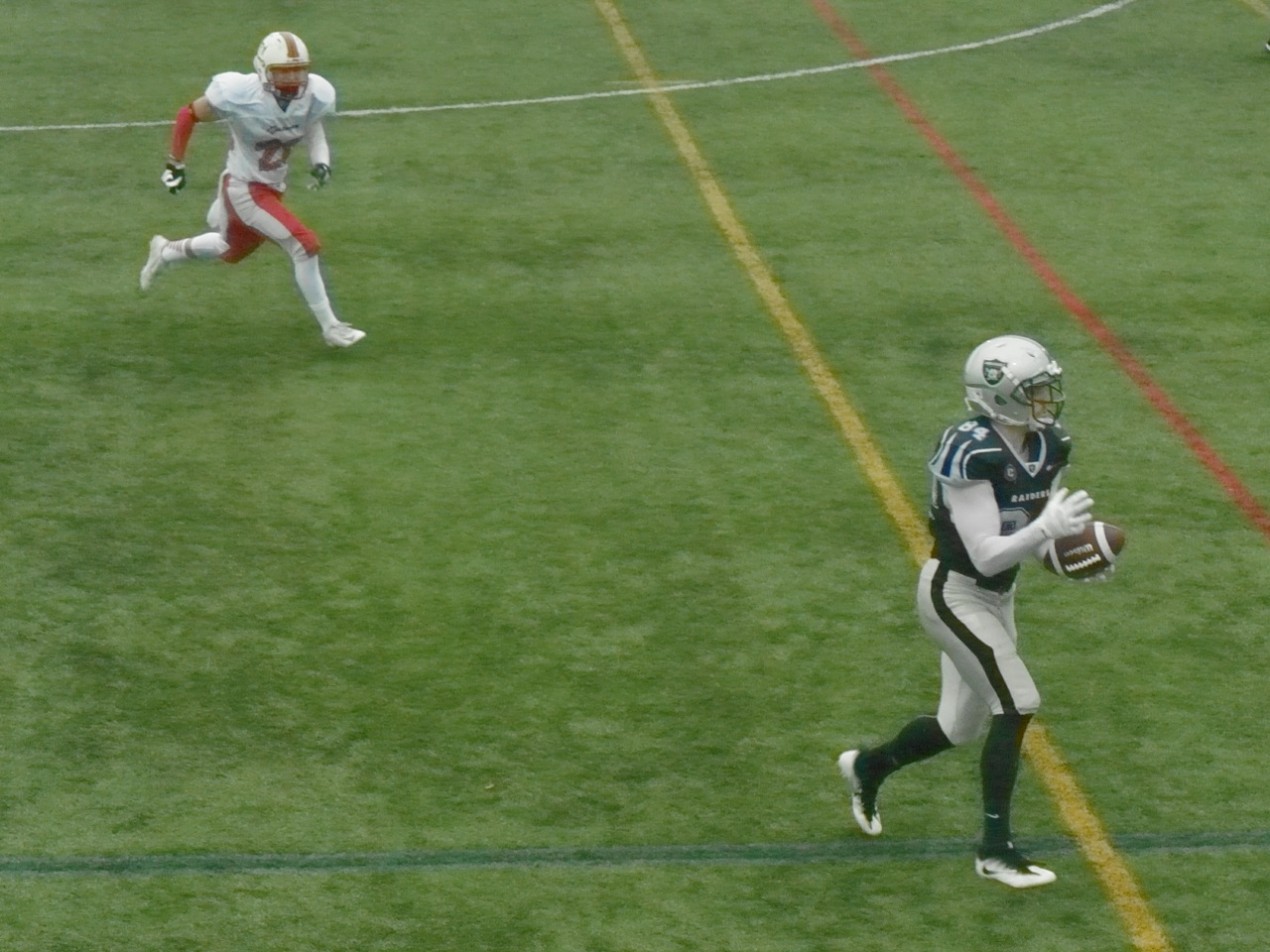 Daniel Mancini makes a catch before running for a TD
